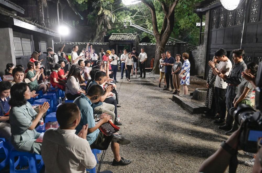 电影《为你而来》作为横店红色题材代表,接受多央媒采访